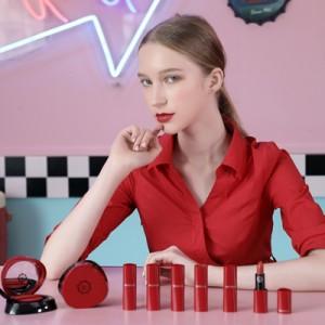 沃颜新品广告拍摄,邀请国际名模助阵